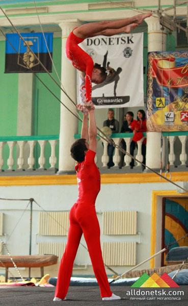 Донецкие акробаты привезли медали из Польши