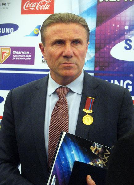 Сергея Бубку наградили в Донецке почетным знаком
