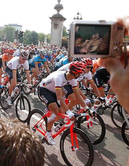 Старт и атмосфера шоссейной велогонки в Лондоне (ФОТО)